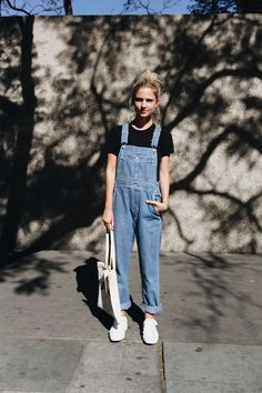 Photos Of Dungaree Overalls That Prove They're Fashionable These are Americana-esq dungaree overalls!These are Americana-esq dungaree overalls! Fashion 90s, Look Fashion, Trendy Fashion, Fashion Models, Fashion Outfits, Denim Fashion, Horse Fashion, Womens Fashion, Modest Fashion