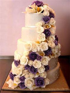 ... perfekte Hochzeitstorte: moderne Hochzeitstorten mit Blumenmotive More