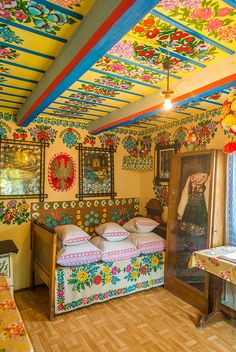 Polish folklore home. Mexican Design, Polish Folk Art, Ceiling Art, Porch Ceiling, Bohemian Decor, Boho, Architecture, Kitsch, Interior And Exterior