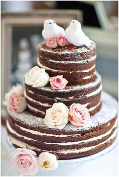 'Naakte' bruidstaart. This would be like my ideal wedding cake. Simple but so pretty.