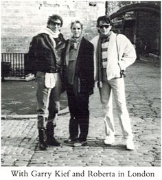 Barry Manilow, Roberta Kent comedian and Garry Kief manager. Barry Manilow marries long time lover, manager Gary Kief.