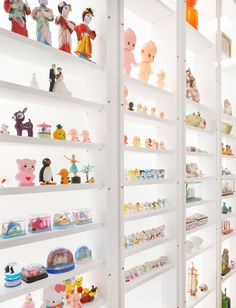 As the New Year is approaching, I was looking into toy storage ideas. I feel as if the toys are overtaking the house. Small toys storage shelf idea | ebabee likes