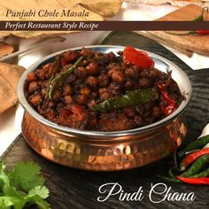 Spicy Vegetarian Recipes, Quick Vegetarian Meals, Chana Recipe, Pork Recipes For Dinner, Punjabi Chole Recipe Video, Easy Chole Recipe, Indian Dessert Recipes, India Food, The Best