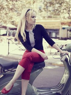 Love the simplicity and timelessness of this outfit:: Vintage Inspired Fashion:: Cardigan and Capris:: Retro Style