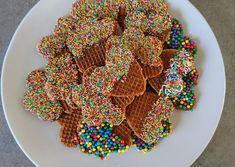 Stroopwafels versieren, smullen maar! - Momentje van geluk Party Drinks, Cake Smash, High Tea, Marshmallow, Love Food, Dessert, Snacks, Baking, Breakfast