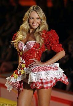 Candice Swanepoel at 2010 Victoria's Secret fashion show