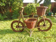 Pletený bicykel využívaný ako črepník