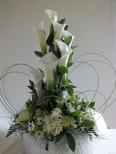 Tips On Sending The Perfect Arrangement Of Flowers – Ideas For Great Gardens Contemporary Flower Arrangements, Tropical Flower Arrangements, Funeral Flower Arrangements, Beautiful Flower Arrangements, Beautiful Flowers, Altar Flowers, Church Flowers, Wedding Table Flowers, Funeral Flowers