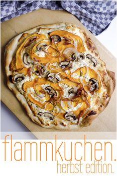 Hätte ich doch nur schon früher gewusst wie einfach und schnell ein Flammkuchenteig herzustellen ist … dann hätte es schon des öfteren Flammkuchen statt Pasta gegeben ;) Man benötigt lediglic…