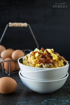 Bacon & Eggs Breakfast Mac and Cheese with Hash Browns | http://Sweet-Remedy.com #maccheesemania #macandcheese #cheese #recipe #breakfast #brunch