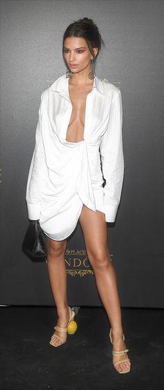 6e60d2eaa32 Emily Ratajkowski. Ron Hill · Emrata · Boddy Calvin Klein Underwear