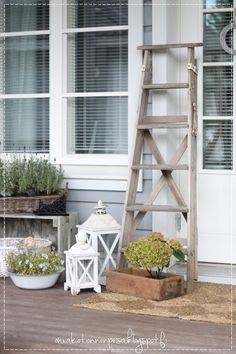 Oma koti onnenpesä: Paras löytö Rustic Decor, Ladder Decor, Entrance, Outdoor Living, Gardening, Dreams, Home Decor, Lantern, Decorating Ideas