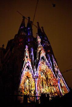 Sagrada Familia by night - in a lighting show!