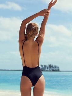 4ed1a98cbd3 pinterest //mathildeloeper☆ Beach Bum, Beach Ootd, Summer Beach, One Piece