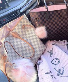 21 Bold Blue Makeup Looks Sac Speedy Louis Vuitton, Louis Vuitton Handbags, Louis Vuitton Damier, Luxury Purses, Luxury Bags, Chanel Handbags, Purses And Handbags, Mochila Chanel, Mode Kylie Jenner