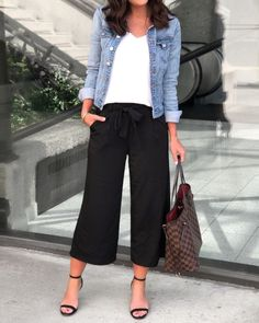Summer Trend Alert: Culottes Source by eisnerellen casual chic Mode Outfits, Casual Outfits, Fashion Outfits, Womens Fashion, Black Outfits, Casual Pants, Culotte Style, Culotte Pants, Spring Summer Fashion