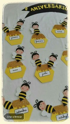 Cute and easy bee name tags / dorm room tags. Great for all ages. Cute bugs and fun to make Preschool Classroom, Classroom Themes, Preschool Activities, Adult Crafts, Crafts For Kids, Birthday Charts, Birthday Chart Classroom, Bee Party, Bee Crafts