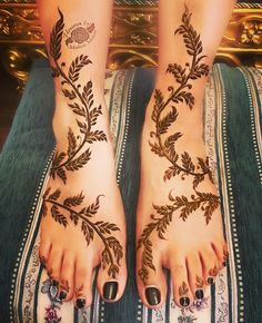 Fresh & Stunning Foot Mehndi Designs for the Modern Brides – Henna Henna Hand Designs, Mehandi Designs, Tribal Henna Designs, Mehndi Designs Finger, Mehndi Designs Feet, Legs Mehndi Design, Mehndi Designs For Girls, Arabic Henna Designs, Modern Mehndi Designs
