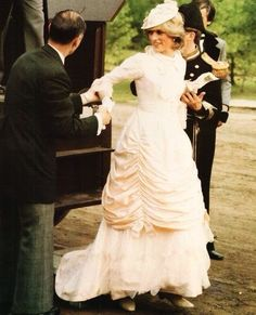 29 June 1983: Arriving by stagecoach, Princess Diana dressed up in Edwardian fashion for a Klondike evening barbeque at Fort Edmonton in Edmonton, Canada during the Royal Tour of Canada. (Day 16)