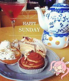 Zeit für die Cocktailstunde  Oder den #Hightea  Hauptsache mit den megaleckeren Törtchen von @iimori.gyozabar  Die Mont Blanc Roll liebe ich  #schönensonntag  . . #happysunday #SUNDAYFUNDAY #tea #afternoontea #cake #cakes #sweet #sweets #omnomnom #cocktails #cosmopolitan  #iimori #omnomnom #food #foodie #yummy #foodporn #essen #feedfeed #realfood #awesome #instagood #ffmblogger #igersfrankfurt #buzzfeedfood #blogger_de #igersgermany