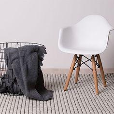 http://monoqi.com/en/flash-sale/contemporary-textiles-for-underfoot/hc-taepper/160x230-iceland-rug-beige.html