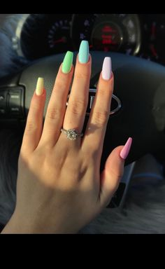 False nails have the advantage of offering a manicure worthy of the most advanced backstage and to hold longer than a simple nail polish. The problem is how to remove them without damaging your nails. Aycrlic Nails, Cute Nails, Coffin Nails, Dark Nails, Faded Nails, Long Gel Nails, Nails 2018, Polish Nails, Toenails