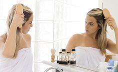 (Zentrum der Gesundheit) - Haarausfall muss nicht stillschweigend hingenommen werden. Aus der Vielzahl naturheilkundlicher Tipps gegen Haarausfall haben wir für Sie fünf Highlights ausgesucht. Ob chinesische Medizin, Aromatherapie, Homöopathie, organischer Schwefel oder gezieltes Stressmanagement, lesen Sie in unseren fünf Tipps gegen Haarausfall, wie natürliche Therapierichtungen Haarausfall bekämpfen können.