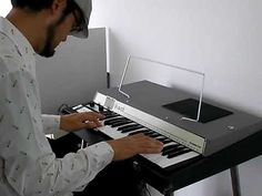 VOX JaguarそっくりのModel-PのGEMオルガン、シルバーボディがクールな37鍵ミニタイプ。スピーカー内蔵でアンプなしでも演奏可能です。ただ、... Musical Instruments, Gems, Mini, Music Instruments, Rhinestones, Instruments, Gem, Gemstones, Emerald