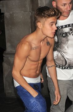 TAKE IT OFF! Justin Bieber Dares To Go Shirtless In London