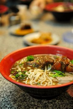 Lanzhou La Mian - a chinese soup that sounds great when the weather gets cool Salmon Recipes, Asian Recipes, Ethnic Recipes, La Mian, Beef Noodle Soup, Noodle Dish, Noodle Maker, Incredible Edibles, Asian Cooking