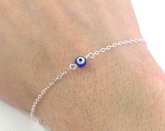 TINY Evil Eye Necklace Lucky Eye Necklace Delicate por Kokoshine