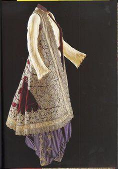 Costume with 'Pirpiri' Kaftan (from the Balkans).  Late-Ottoman, 19th century. Sadberk Hanim Museum
