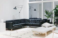 olohuone täynnä hersyviä naisia - lainahöyhenissä   Lily.fi Sweet Home, Cottage, Couch, Interior Design, Takana, Furniture, Home Decor, Decoration, Summer