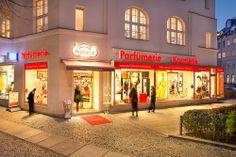 Unsere Filiale in der Reichsstraße 103 im schönen Abendlicht - da wird einem gleich ganz weihnachtlich zumute!