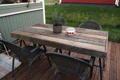 Lavoista tehty terassipöytä Outdoor Furniture, Outdoor Decor, Table, Home Decor, Decoration Home, Room Decor, Tables, Home Interior Design, Desk