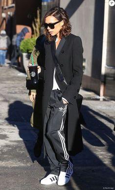 Victoria Beckham Outfits, Victoria Beckham Style, Victoria Beckham Clothing, Victoria Beckham Fashion, Minimalist Street Style, Look Street Style, Street Styles, Mode Outfits, Casual Outfits