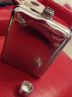 Is it wrong that I'm using my @SWIGFlasks flask while watching TV in my living room? It is THAT NICE! #03800 #spirits