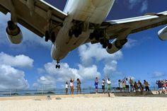 Plane Landing close 10 meters off the beach by Fabi Fliervoet, via Flickr