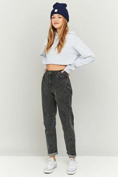 Shop BDG Acid Washed Black Mom Jeans at Urban Outfitters today. We carry all the latest styles, colours and brands for you to choose from right here. Outfit Jeans, Black Mom Jeans Outfit, Jeans Outfit Winter, Black High Waisted Jeans Outfit, Jean Outfits, Casual Outfits, Cute Outfits, Fashion Outfits, Women's Fashion