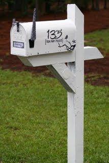 The Leech Family: How I made over my mailbox...