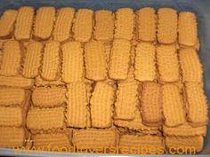 8k meel 500gm margarien; 2 k suiker; 500g stroop; 3 t koeksoda; 1 t vanilla; 1/2 k baie sterk koffie. Meng botter en suiker voeg stroop by. Maak koeksoda aan met koffie voeg by asook meel. Indien deeg bietjie slap is voeg nog bietjie meel by. Bak 15-20 min by 180. Bron Knuppeldik aan … 100 Cookies Recipe, Yummy Cookies, Cookie Recipes, Cake Cookies, Sugar Cookies, Dessert Recipes, Coffee Biscuits, Coffee Cookies, Custard Cookies