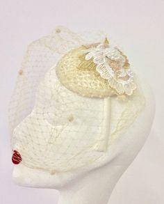 Ideas bridal bird cage veil vintage for 2019 Red Bird Tattoos, Black Bird Tattoo, Bird Nest Craft, Bird Crafts, Big Bird Cage, Bird Tattoo Sleeves, Bird Cage Centerpiece, Vintage Veils, Wedding Silhouette