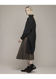 Yohji Yamamoto / Smock Shirt - things that don't match Fashion Mode, Minimal Fashion, Womens Fashion, Chica Cool, Ellie Saab, Mode Vintage, Yohji Yamamoto, Vogue, Looks Cool