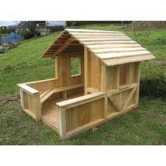 In einem schönen Spielgarten darf natürlich das Kinderhaus nicht fehlen. Unser Exemplar aus Robinienholz in Fachwerkdesign.