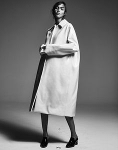 Sleek Oversized Coat - minimalist style, minimal fashion editorial // Ph. David Roemer