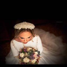 """52 Me gusta, 3 comentarios - Pau&Lova (@paulova_cdb) en Instagram: """"Foto @manu_galvez_fotografia  Virginia y su tiara de flores de seda ❣️ . .. . ✂️@carloscar92…"""""""