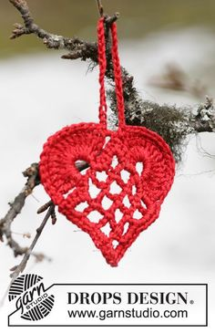 "DROPS 104-46 - Elegant Christmas heart in ""Cotton Viscose"" and ""Glitter"". - Free pattern by DROPS Design"