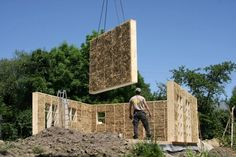 DOM ZE SŁOMY, gliny i drewna Straw Bale Construction, Sips Panels, Backyard Studio, Straw Bales, Mother Earth News, Geodesic Dome, Cabins In The Woods, Glass House, Home Repair