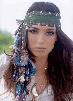 bohemian boho style hippy hippie chic bohème vibe gypsy fashion indie folk look outfit Boho Gypsy, Boho Hippie, Hippie Style, Gypsy Style, Bohemian Style, Boho Chic, Hippie Masa, Hippie Elegante, Gypsy Costume