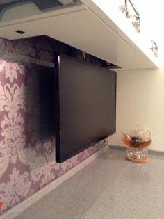 Телевизор на кухне, выдвижной телевизор